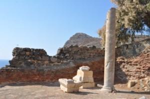 Rester av Aklepiostemplet - strax ovanför byn